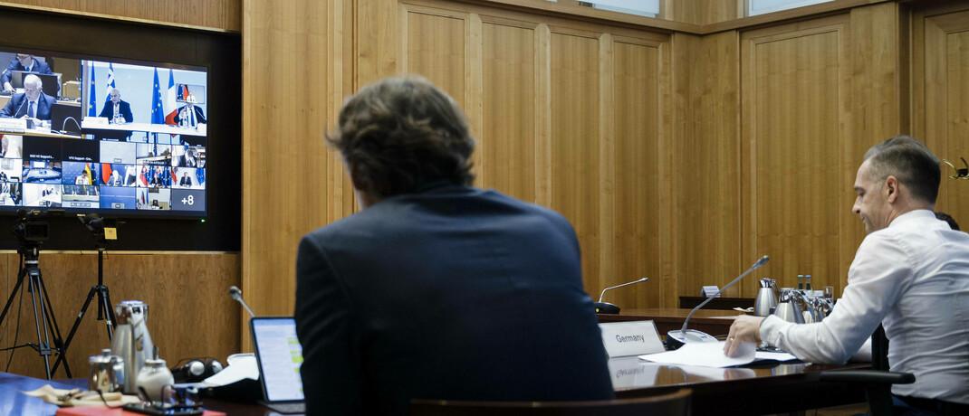 Videokonferenz zwischen Bundesaußenminister Heiko Maas und Mitgliedern des EU-Außenrats: Online-Meetings ersetzen verstärkt Konferenzen und Geschäftsreisen.  © imago images / photothek