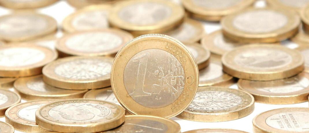 Euromünzen: Um einzuschätzen, ob die Kosten für ein Finanzinstrument angemessen sind, sollten Anleger auch die Leistung des Beraters und Fondsmanagers im Blick behalten, rät Andreas Beys von der Kölner Fondsgesellschaft Sauren.|© imago images / PPE