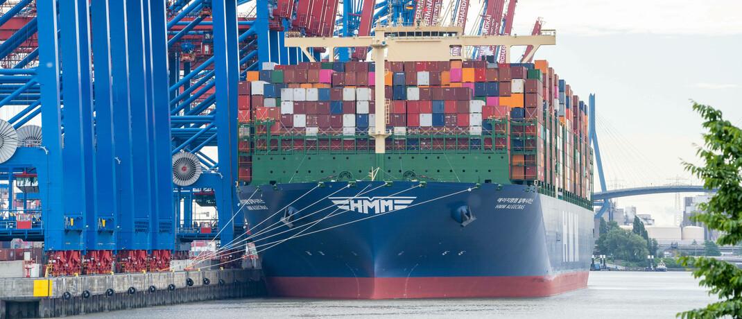 HMM Algeciras – das größte Containerschiff der Welt – im Hamburger Hafen
