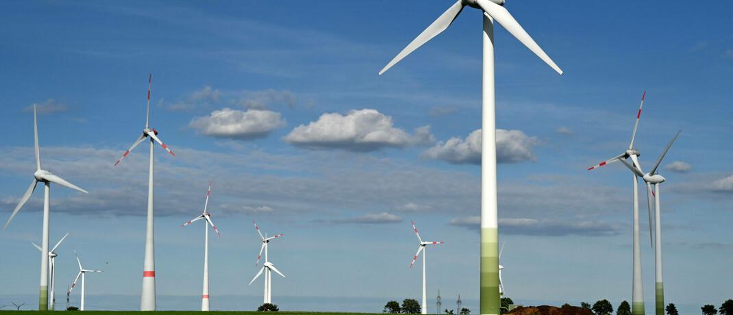 Windräder in Ostdeutschland: Der Candriam SRI Equity Circular Economy setzt auf erneuerbare Energien.