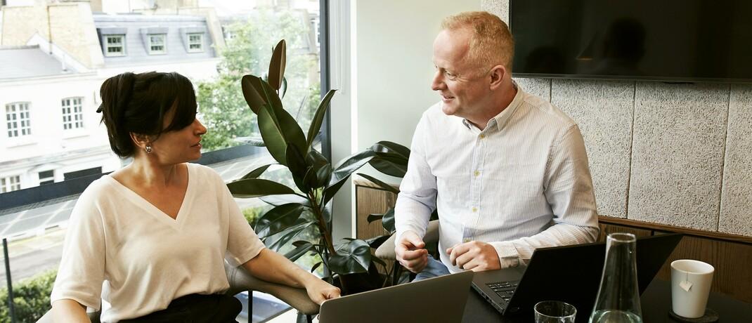 Beratungsgespräch: Bei der Arbeitskraftabsicherung wissen Kunden umfassende Beratung sehr zu schätzen.|© Pexels