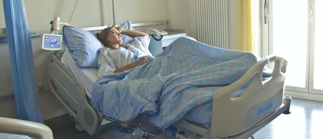 Krankenhausbett: Ein starker Versicherungsschutz nimmt die Angst vor Zukunftssorgen.
