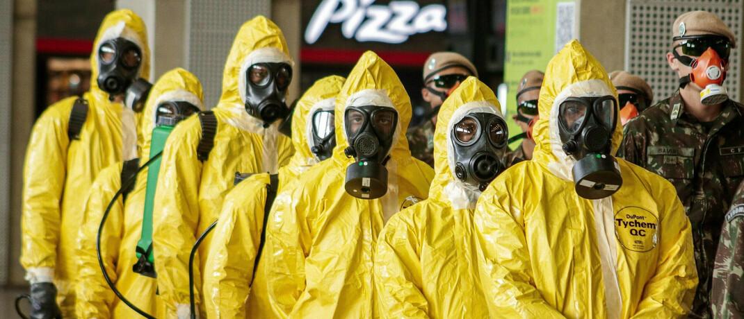 Desinfektionstrupp in Brasilien: Hedgefonds sind laut HSBC-Experten solide durch die Corona-Krise gekommen|© imago images / ZUMA Wire