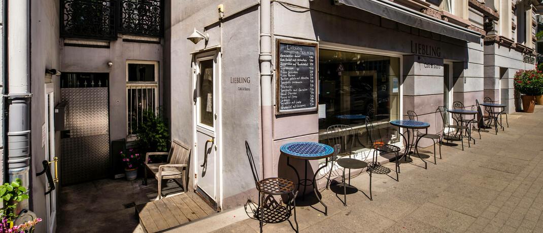 Café in Hamburg: Viele Gastronomen haben trotz bestehender Betriebsschließungsversicherung keine Kompensation für Geschäftsausfälle während des Corona-Lockdowns erhalten.