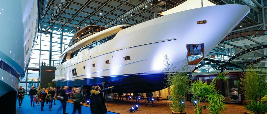 Luxusyacht auf der Düsseldorfer Bootsmesse: Die Beratungsfirma hat untersucht, in welchen Weltregionen die meisten Vermögenden leben.