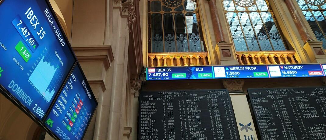 Anzeigetafeln in der Börse Madrid: Day-Trader tätigen nur kurzfristige Finanzhandelsgeschäfte.|© imago images / Agencia EFE