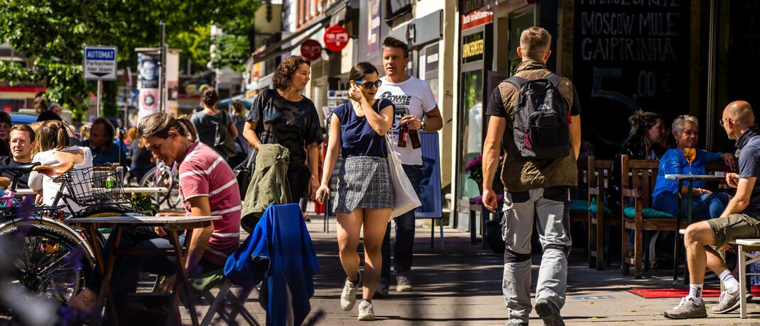 Straßenszene in Hamburg: Besonders Angehörige der sogenannten Generation Y bescheinigen dem deutschen Rentensystem eine düstere Zukunft.