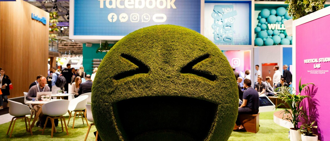 Smiley auf der Kölner Digitalmarketing-Messe Dmexco: US-Konzern Facebook plant, ein privates internationales Währungssystem namens Libra zu schaffen. | © image images / Future Image