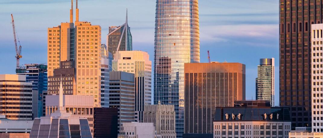 Bürotürme von Silicon-Valley-Unternehmen in San Francisco: Für Bereiche, deren Wachstumsperspektiven sich langfristig verbessern, wäre ein J die treffendste Buchstabenanalogie.  © imago images / Panthermedia
