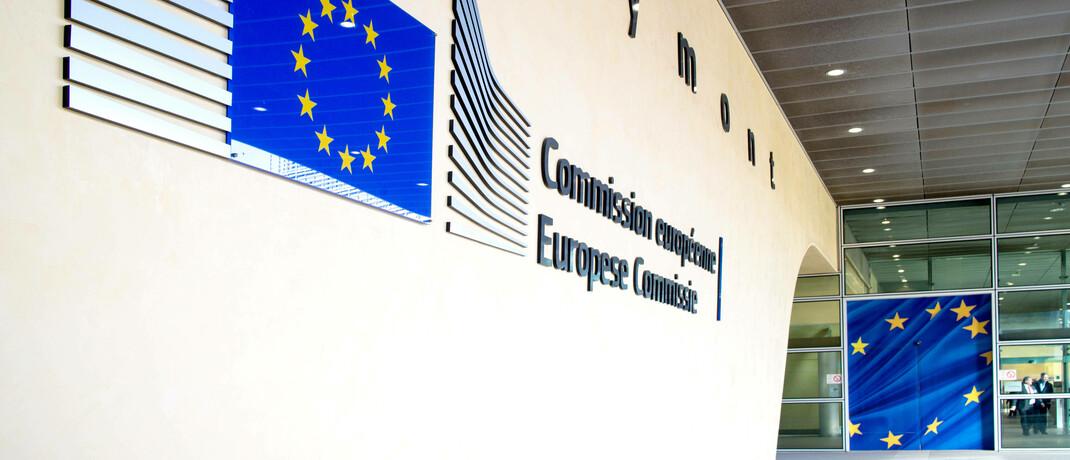 Eingangsbereich des Brüsseler Berlaymont-Gebäudes, Sitz der EU-Kommission: Die Europa-Vertreter schlagen in der Corona-Krise Änderungen an der EU-Richtlinie Mifid II vor. © imago images / Shotshop