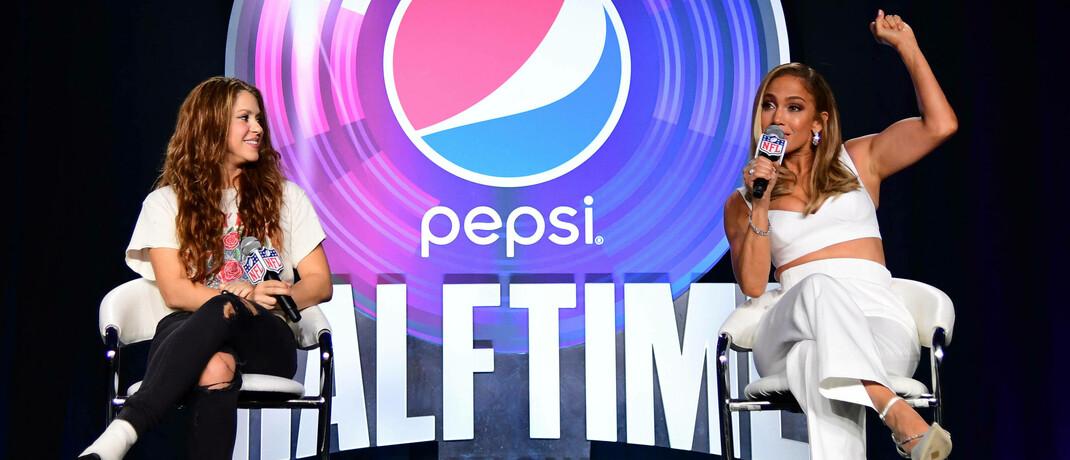 Sängerin Shakira und Jennifer Lopez nach der Pepsi-Super-Bowl-Halbzeitshow: Das US-Getränkeunternehmen übertrifft im zweiten Quartal deutlich die Analystenschätzungen
