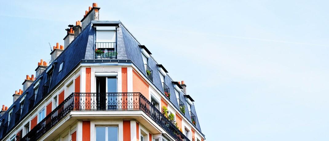 Spitze eines Altbaus: Offene Immobilienfonds kommen im Vergleich zu anderen Fonds gut durch die Corona-Krise. |© Unsplash.com