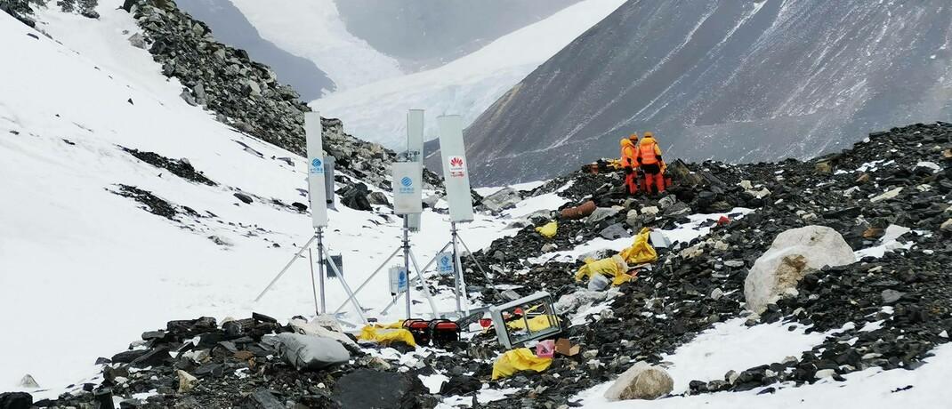 Bau eines 5G-Transmitters auf dem Mount Everest: Die Telekommunikationsbranche steht vor großen Herausforderungen. |© imago images / Xinhua