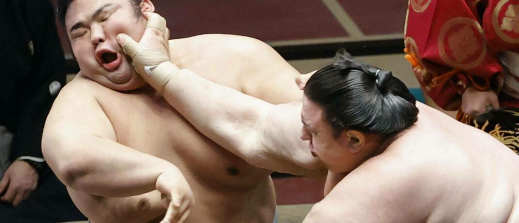 Zweikampf der Sumo-Ringer Takakeisho (links) und Aoiyama: In Japan läuft derzeit das Grand Sumo Tournament.