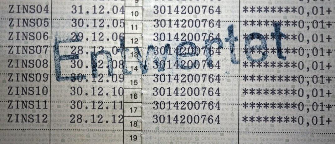 Entwertetes Sparbuch mit Zinszahlungen.  © Imago / Gerhard Leber