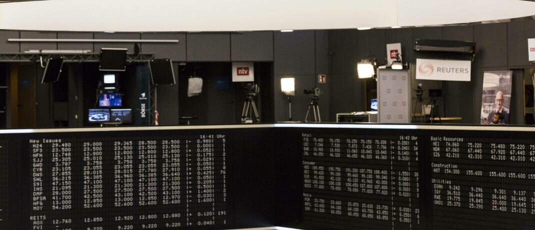 Börsentafel in Frankfurt: Den größten Zuwachs verbucht die Consorsbank im laufenden Jahr bei Aktiensparplänen. |© imago images / STPP