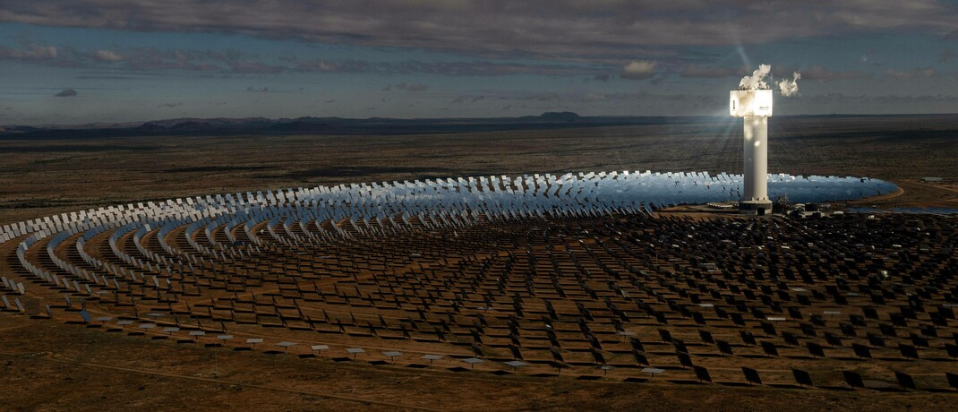 Solarthermiekraftwerk Khi Solar One in Südafrika: Insbesondere die Aktien von Versorgern in Schwellenländern laufen heute deutlich ruhiger als noch vor über 20 Jahren.|© imago images / imagebroker / Florian Wagner