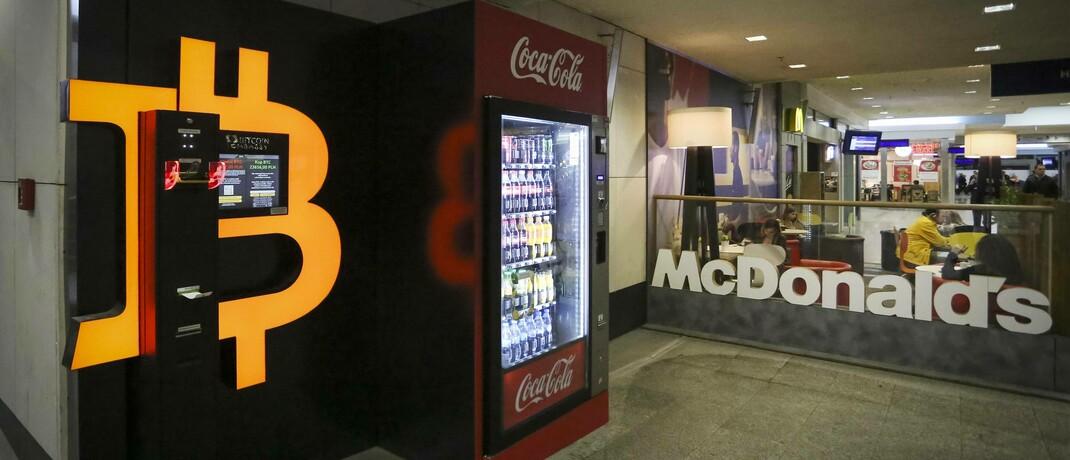 Bitcoin-Automat in Polen: Investoren nutzen Kryptowährungen als Investment |© imago images / Eastnews