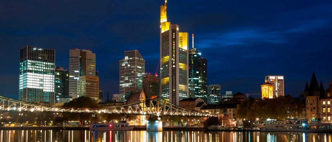 Abendstimmung am Finanzplatz Frankfurt am Main: Das mäßige Börsenjahr 2018 hat deutschen Vermögensverwaltern ordentlich zugesetzt, so ein Ergebnis der App-Audit-Studie.