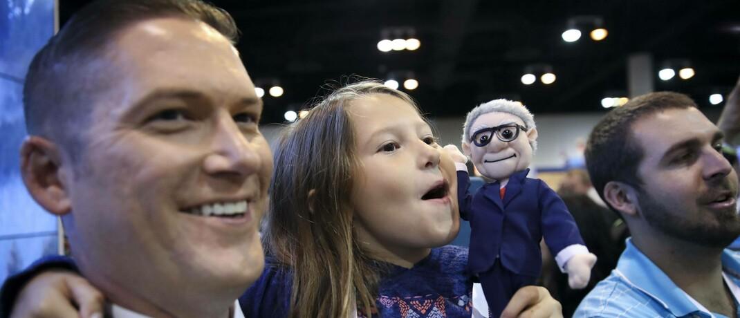 Anleger mit Tochter und Puppe von Warren Buffett