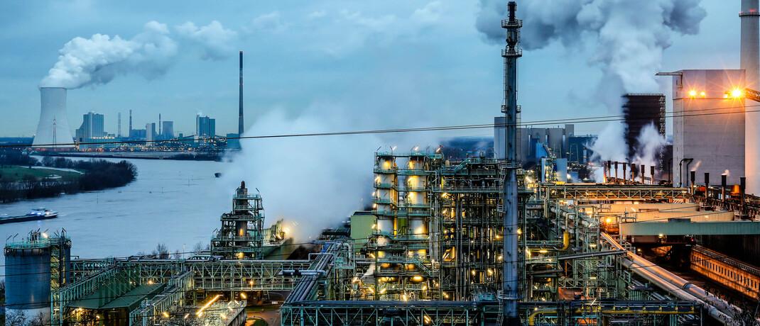 Industrieanlagen am Rhein