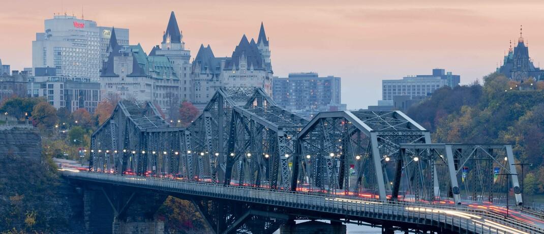 Skyline von Ottawa: Währungen der Industrieländer wie die von Australien, Kanada und Norwegen dürften von der Dollarabwertung profitieren. |© imago images / All Canada Photos