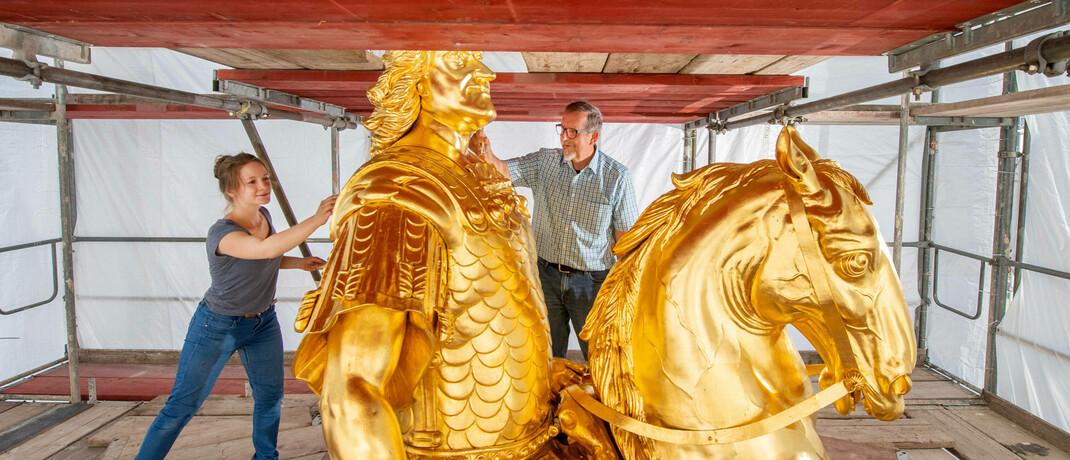 Das Reiterstandbild von August dem Starken wird frisch vergoldet: Gold ist ein häufig gewählter Anlagegegenstand. Wer konkret in Xetra-Gold-Zertifikate investiert, kann die Gewinne nach einer Haltefrist vermutlich auch weiter steuerfrei einsammeln. © imago images / ddbd