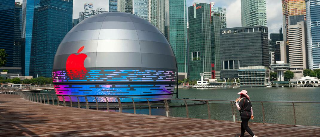Neues Apple-Vorzeigegeschäft in Singapur: Die Aktie der iPhone-Macher ist mit 6,5 Prozent gewichtet und damit die größte Position im neuen Value-ETF.|© imago images / Olaf Schuelke