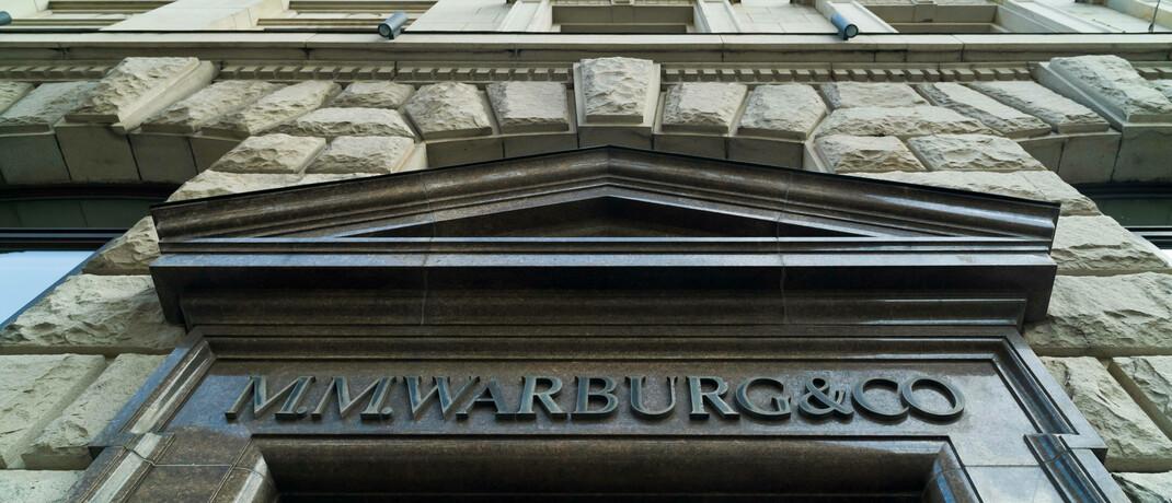 Schriftzug am Eingang von M.M. Warburg: Eine Ausgabe der ARD-Sendung Panorama hat die Verstrickung der Hamburger Privatbank in den Cum-Ex-Steuerskandal nachgezeichnet.|© imago images / teamwork
