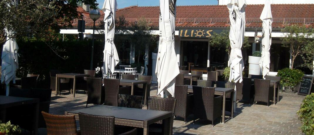 Ein Restaurant in München, das aufgrund der Corona-Pandemie vorübergehend geschlossen war: Wie hoch die Kosten sind, die auf Anbieter von Betriebsunterbrechungsversicherungen zukommen werden, ist derzeit noch unklar.
