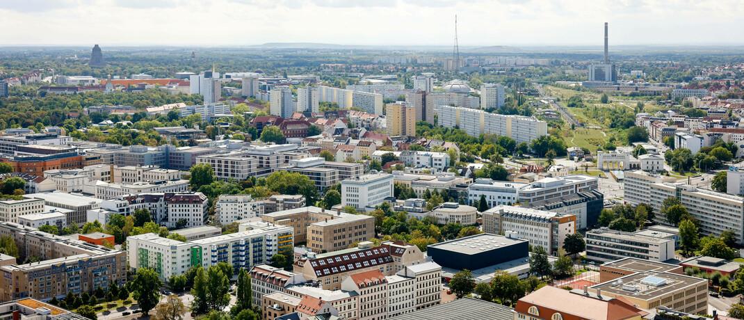 Blick über Leipzig: Kunden wollen viele Services mittlerweile digital zur Verfügung haben. Darauf sollte sich auch die Immobilienbranche einstellen, rät Immobilienspezialist Thomas Knedel. © imago images / Rupert Oberhäuser