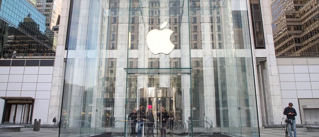 Apple Store an der Fifth Avenue in New York: Große Technologieunternehmen sind zwar durchwegs teuer, aber auch unverschämt profitabel, erklärt Georg von Wallwitz.|© imago images / ZUMA Wire