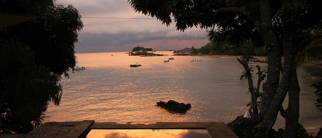 Hotelpool auf Madagaskar: Das Habitat der Madagassischen Schnabelbrust-Schildkröte ist durch die Entwicklung des Tourismus als Wirtschaftssektor stark bedroht.