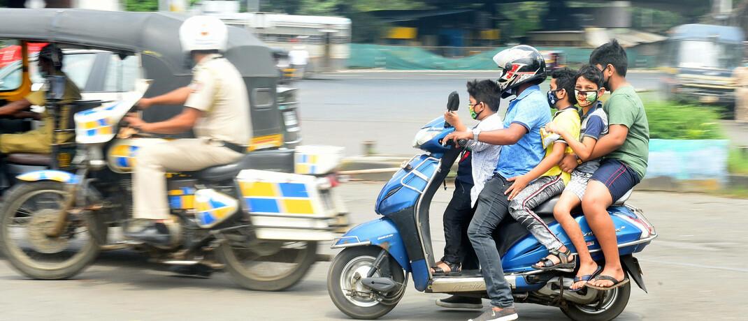 Straßenverkehr in Mumbai: In Indien leben 30 bis 40 Millionen Menschen mit einem Jahreseinkommen von mehr als 10.000 US-Dollar, die Zahl könnte sich in den nächsten fünf Jahren verdoppeln.
