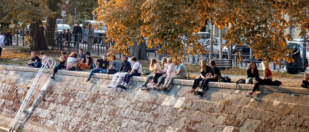 Jugendliche am Berliner Landwehrkanal: ETF-Sparpläne könnten zu einem festen Baustein der privaten Altersvorsorge werden.