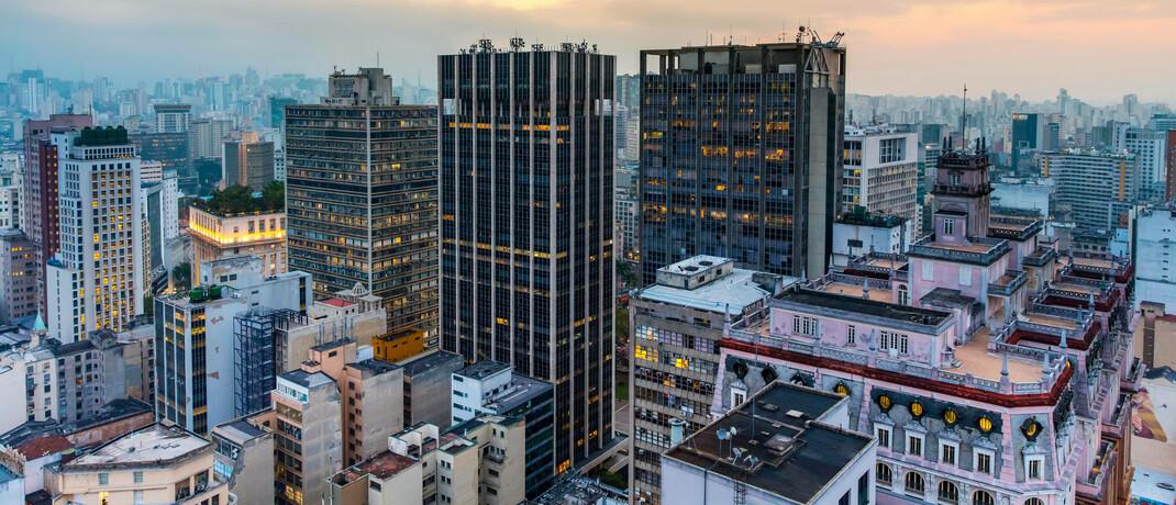Innenstadt von São Paulo: Weil die traditionell hohen Zinssätze in Brasilien stark gesunken sind, weichen Sparer und Anleger auf lokale Aktien aus.