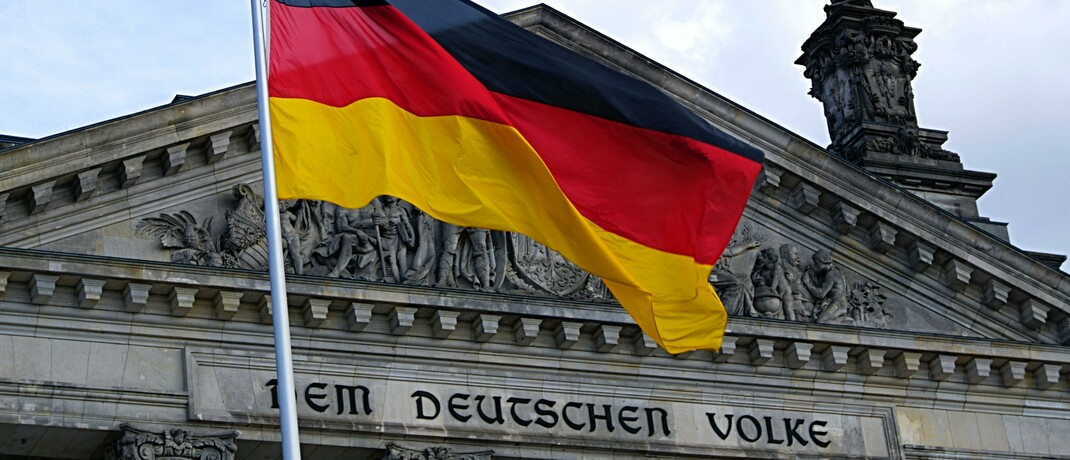 Das Reichstagsgebäude in Berlin: Die Bundesregierung setzt sich derzeit mit dem Entwurf des Risikobegrenzungsgesetzes für Versicherer auseinander.