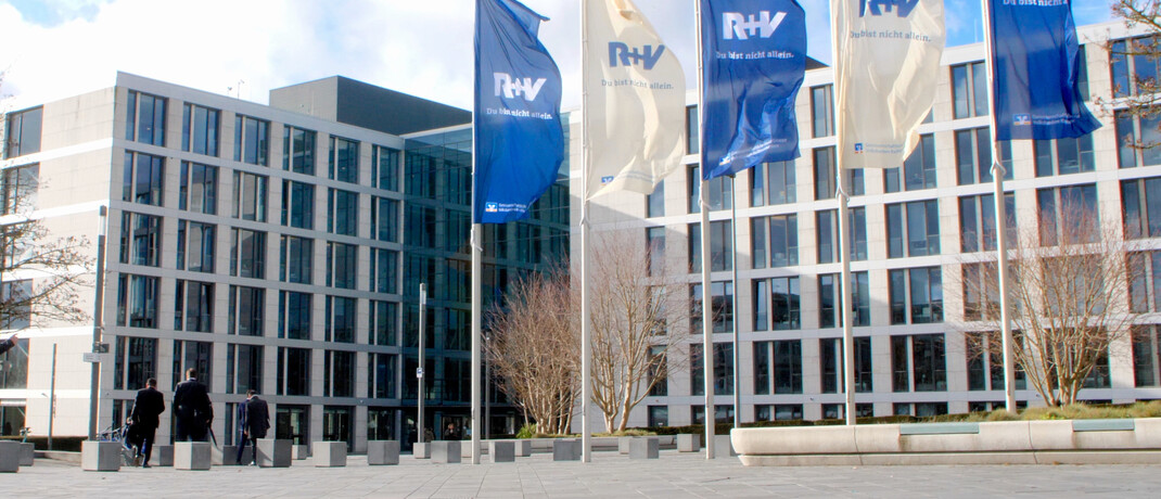 Das R+V-Gebäude am Raiffeisenplatz in Wiesbaden