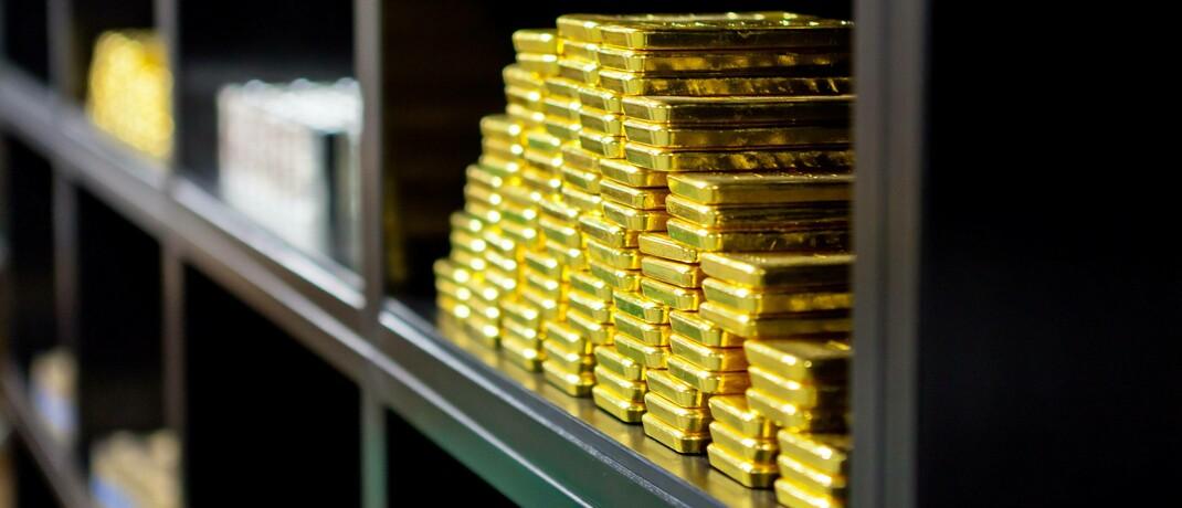 Goldbarren im Safe von Pro Aurum in München: Wenn Anbieter eine Mindestverzinsung auf die Gold-Anlage anbieten, sollten bei Anlegern die Alarmglocken schrillen, rät Vermögenverwalter Thomas Buckard.