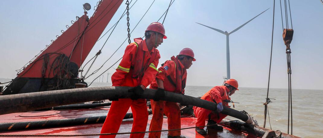 Bauarbeiten an einem Offshore-Windpark