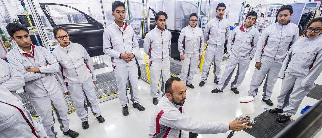 Auszubildende eines deutschen Autoherstellers in San José Chiapa