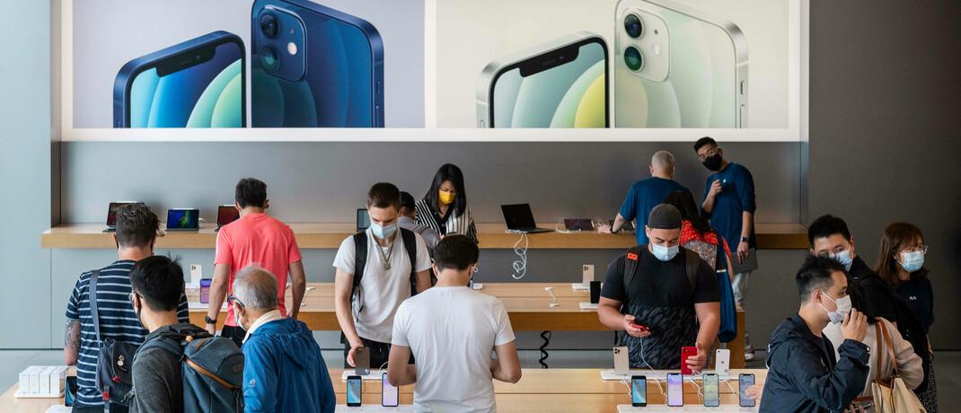 Kunden im Apple-Store