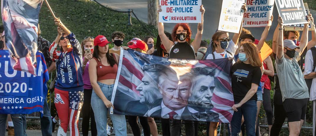 Gegner und Unterstürzter von Donald Trump vor der Belmont University in Nashville