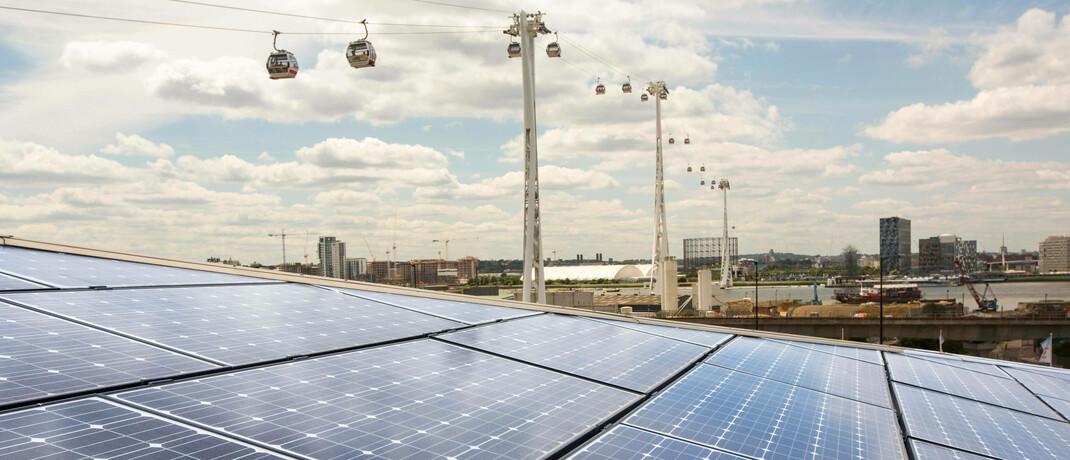 Solarpanels auf einem Dach in London