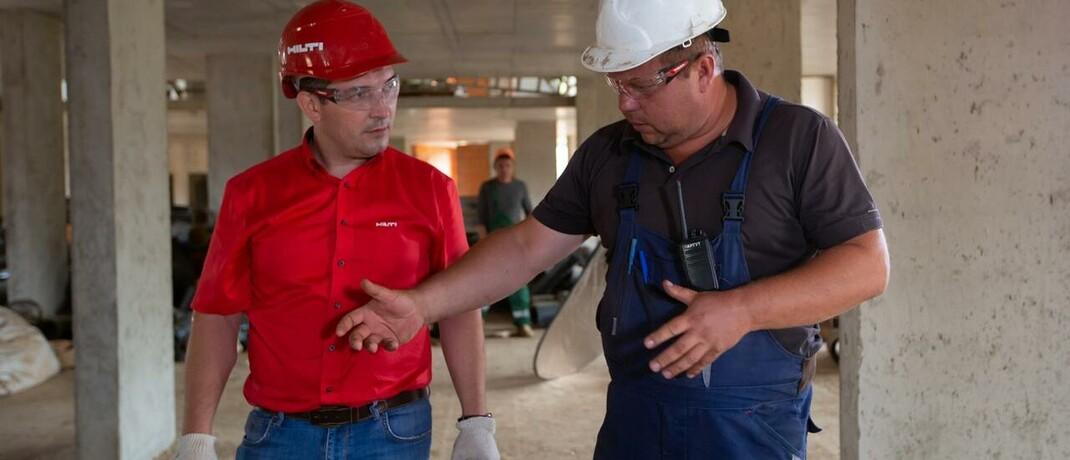 Gespräch auf der Baustelle