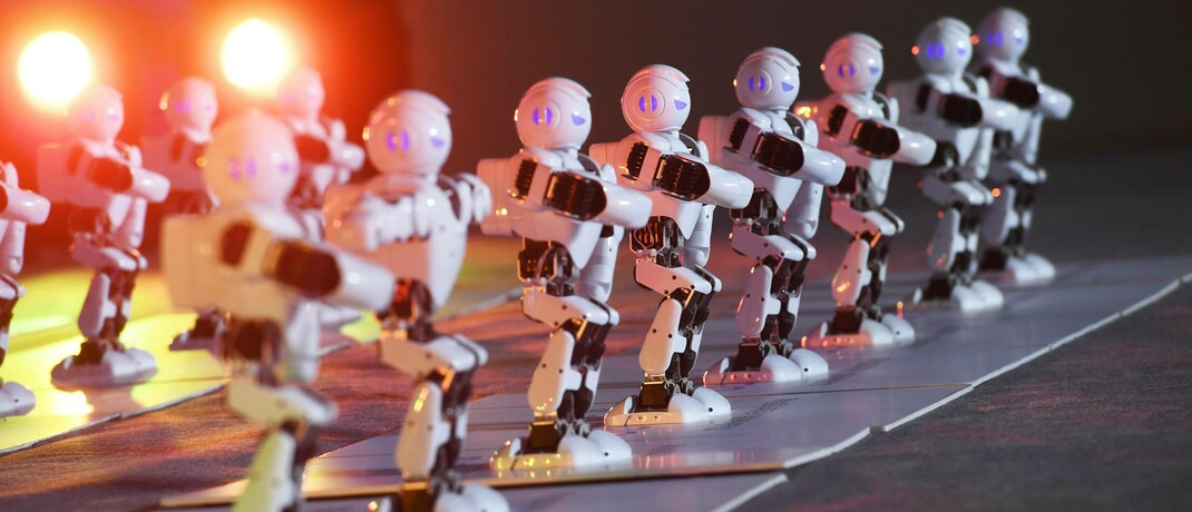 Roboter in Reih und Glied