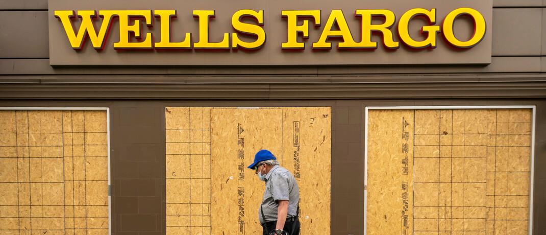 Verrammelte Filiale von Wells Fargo im Mai 2020 in New York