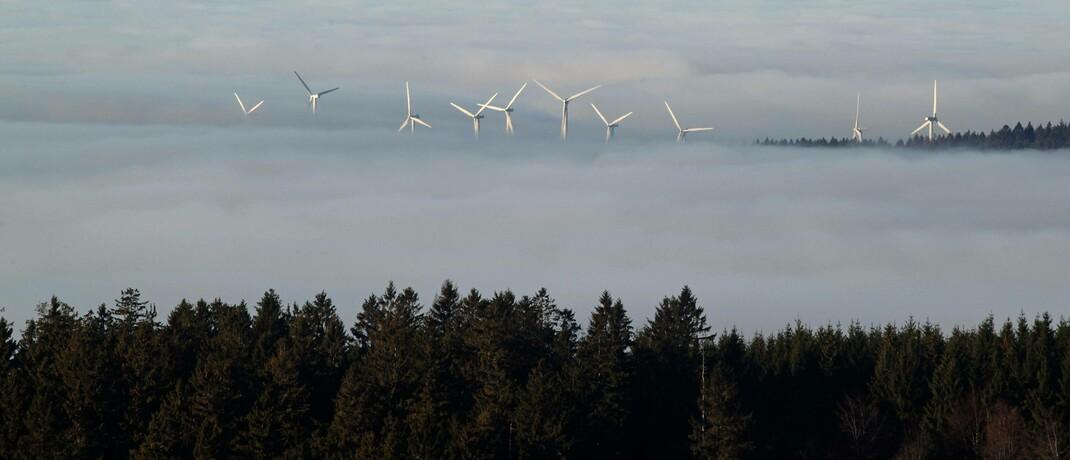 Windkrafträder nahe dem Naturpark Vogelsberg