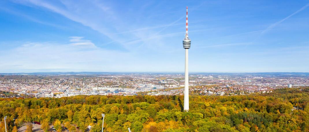 Stuttgarter Fernsehturm vor dem Stadt-Panorama der Landeshauptstadt
