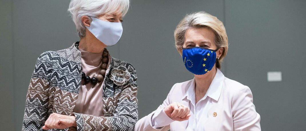 EZB-Chefin Christine Lagarde (links) im Ellbogen-Check mit der Europäischen Kommissionspräsidentin Ursula von der Leyen